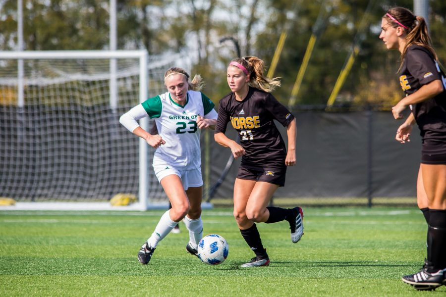 Annie Greene (21) drives a ball down the field during the game against Green Bay. The Norse defeated Green Bay 5-1 during the game on Sunday afternoon.