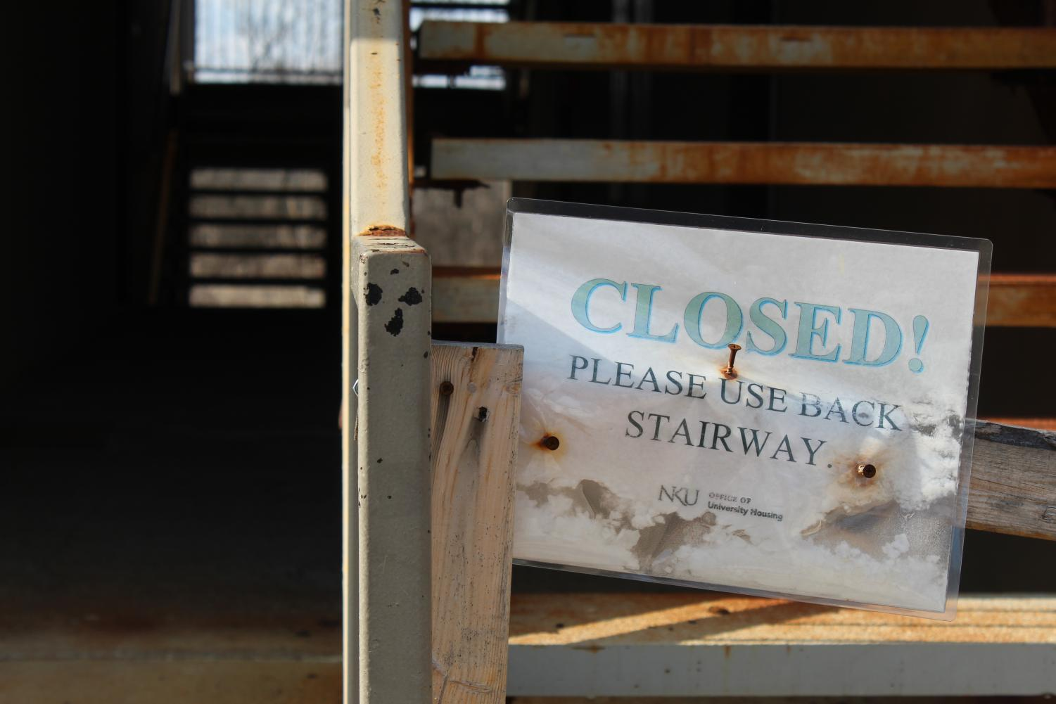 A closed stairway sign on one of the stairways of Sycamore Hall at Woodcrest Apartments.