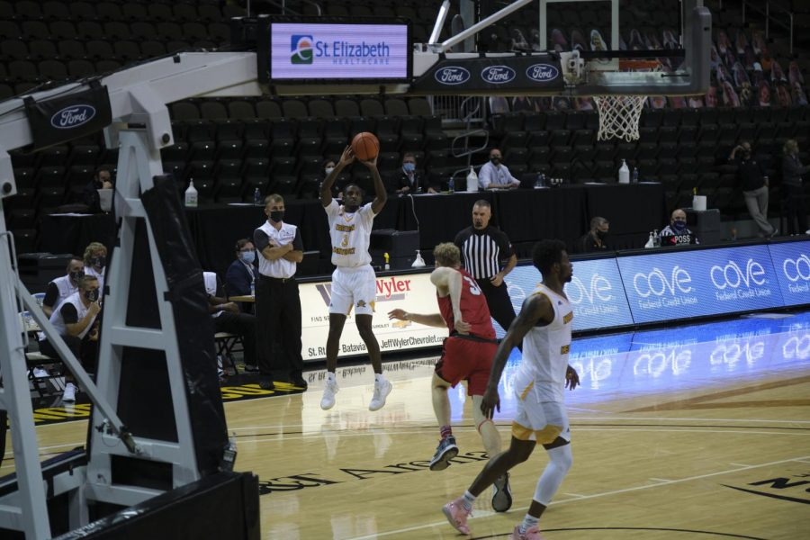 Marques Warrick (3) shoots during the game against Ball State. Warrick finished with 14 points.