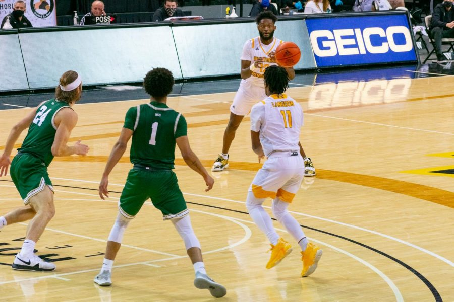 Trevon Faulkner receives a pass from Bryson Langdon (11) during NKU's win over Wright State.