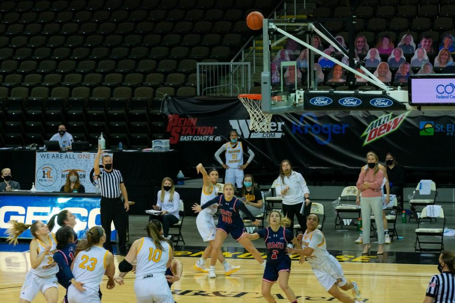 Lindsey Duvall takes a three from the wing as the bench looks on. Duvall finished Thursday's game with 29 points.