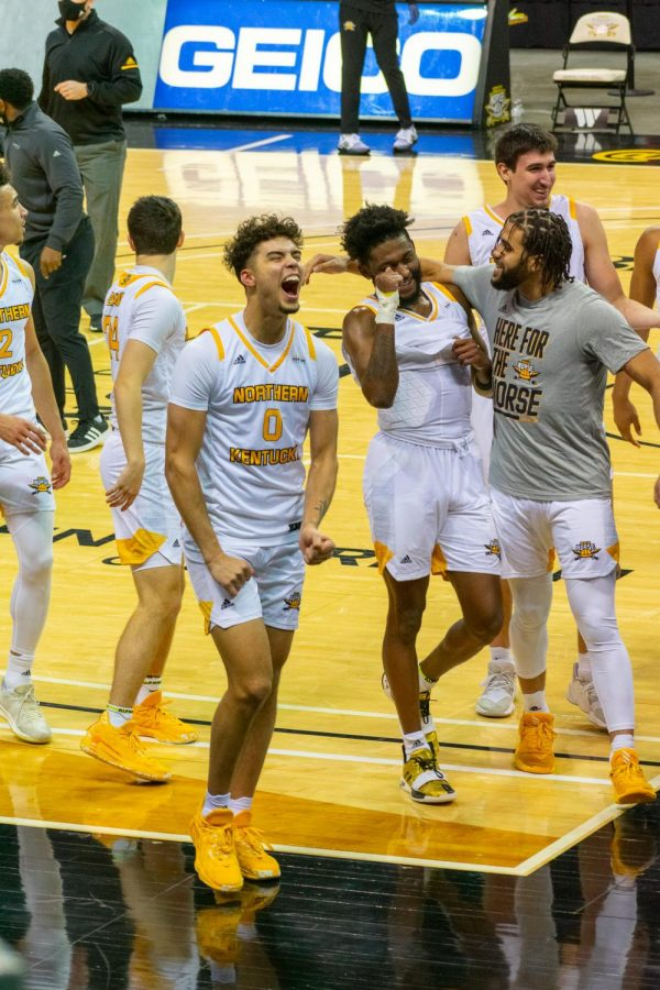 Trey Robinson (0) and several other NKU players celebrate the victory over Detroit Mercy.