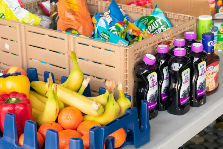 Students must fill out a form to request food items and arrange a date and time for pick-up. They will then visit the Albright Health Center and retrieve their packaged items.